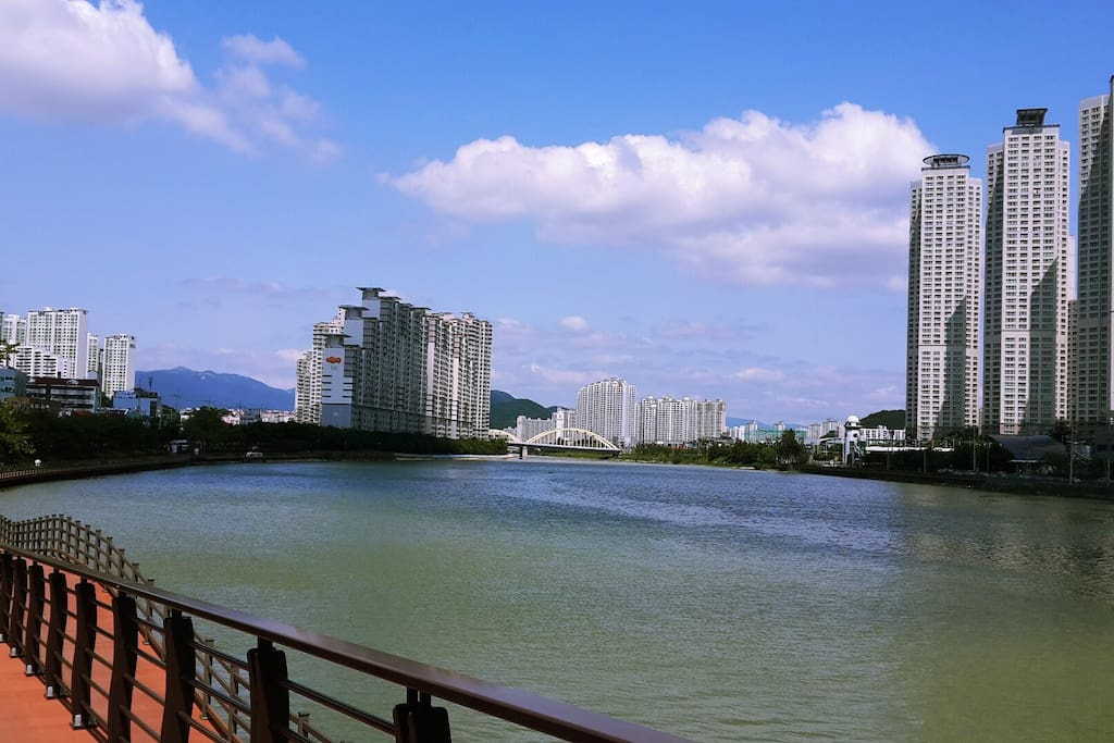 江边散步路!