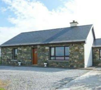 Court Farm Cottage on the Shannon Estuary - Glin - Kabin