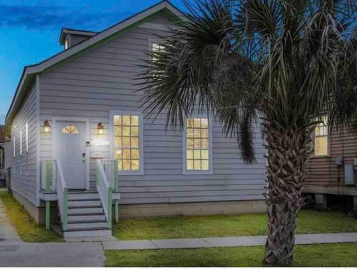 Enjoy New Orleans w/ Spacious BR w/ private bath!