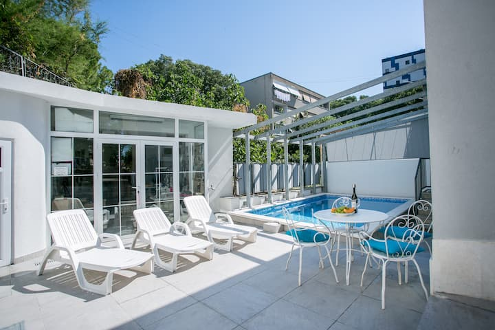 "Lux ""Villa Mali"" in Split centar, oasis with pool"