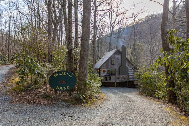 A Paradise Found - Quaint Cabin on the River with Hot Tub, porch, pet friendly!