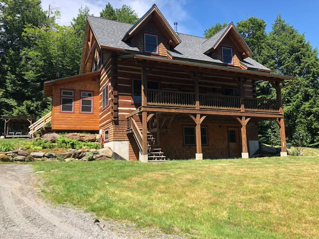Modern Log Home Near Sugarbush