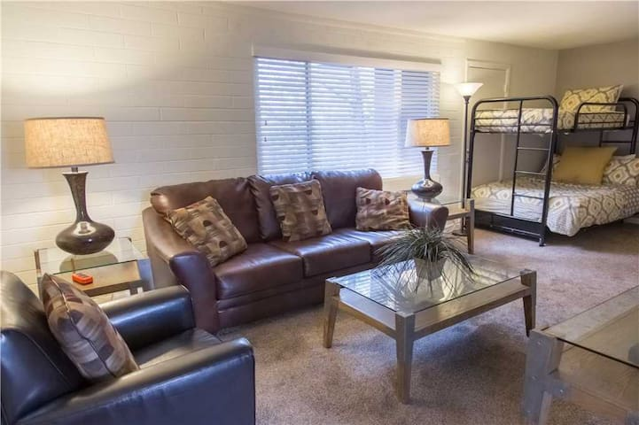 Cheerful & Cozy in the Heart of Moab with Hot Tub. - Purple Sage Flats #4