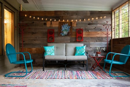 Farmhouse Style Minutes from Baylor and the Silos