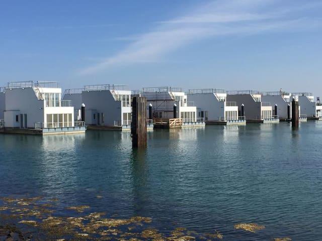 Schwimmendes Ferienhaus/ Hausboot/ Floating Home - Kappeln - Rumah