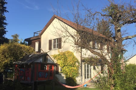 Beautiful House with Garden close to the Lake - Thalwil - 一軒家