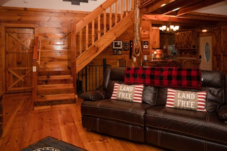 Rusty's Roost Secluded Creek Side Cabin