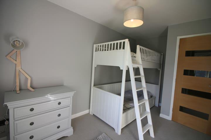 Bedroom 3 - Kids' bedroom