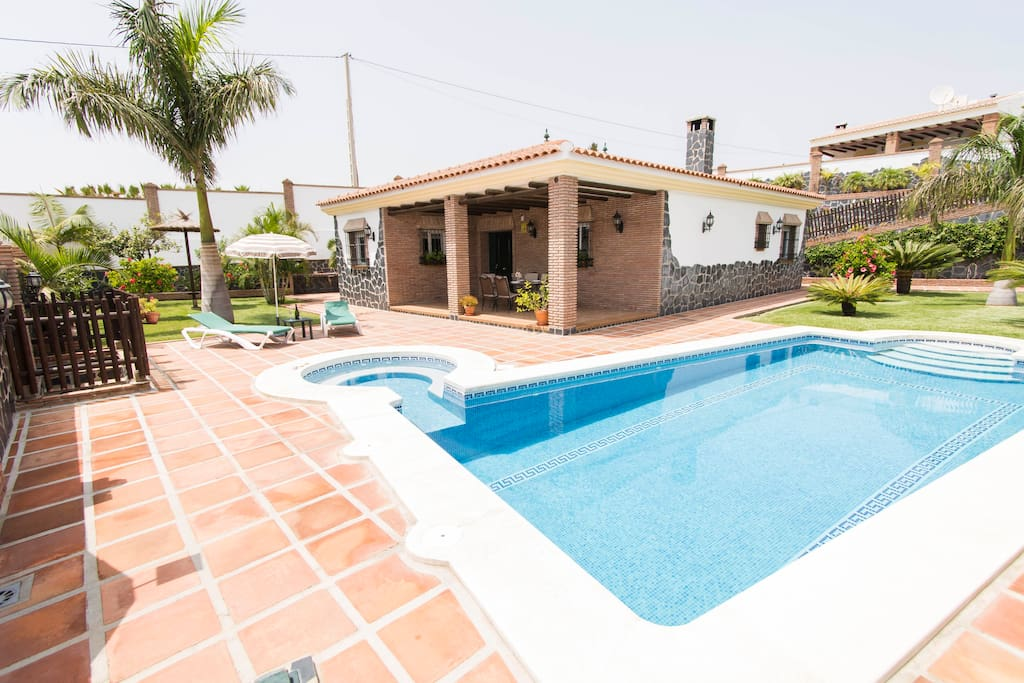 piscina climatizada jacuzzi villa angelyn villas for