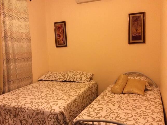 Habitación No.3 (1 cama doble, 1 cama sencilla + 1 sofá cama)
