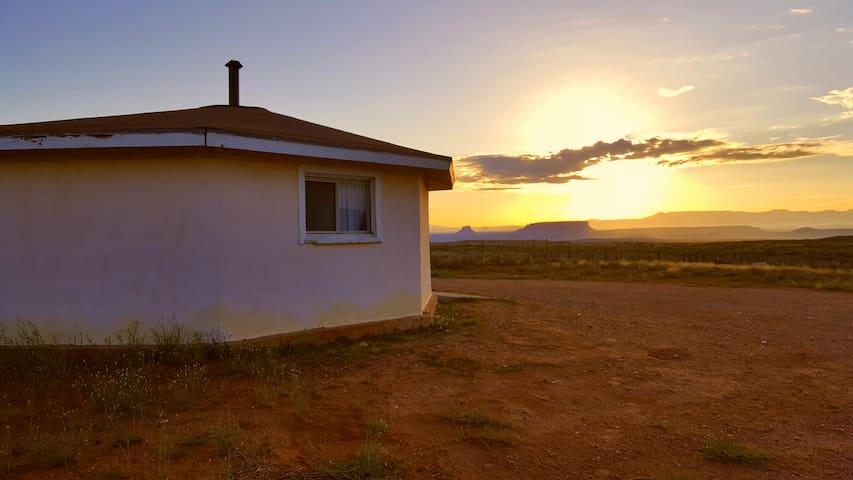 Navajo Hogan - yá'át'ééh - Chinle - House