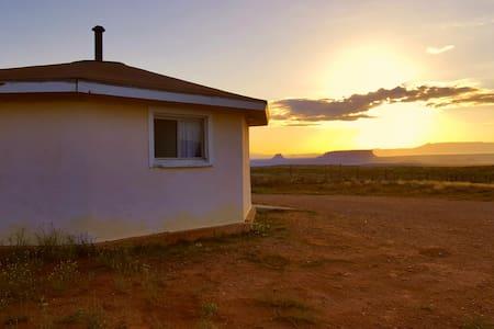 Navajo Hogan - yá'át'ééh - Chinle
