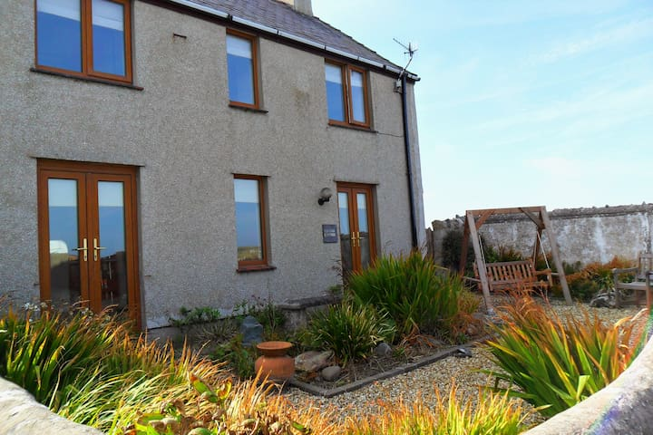 Beacon Cottage in Cemaes Bay - Cemaes Bay - Casa