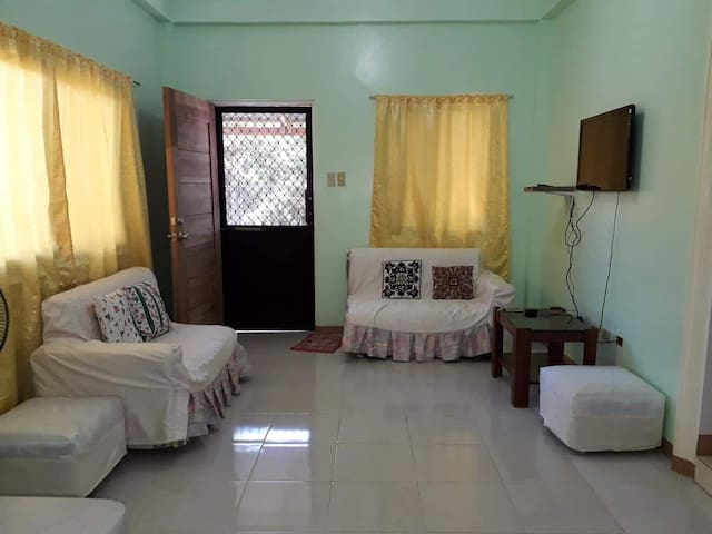 2 bedroom house near hundred island national park
