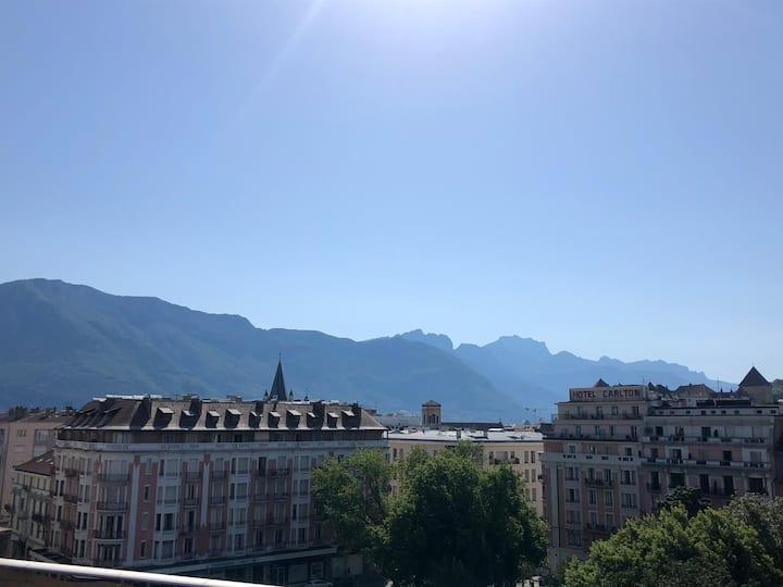 Dernier étage avec vaste terrasse vue montagnes