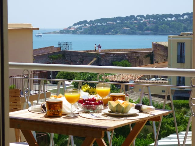 Cap View' stunning sunny terrace & sea views!*****