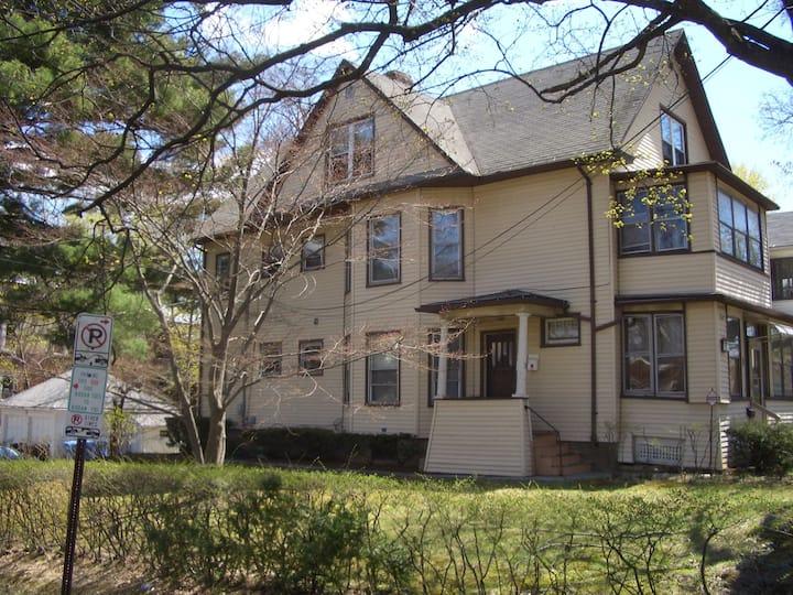 2 Bedroom Apt in Hartford's historic West End