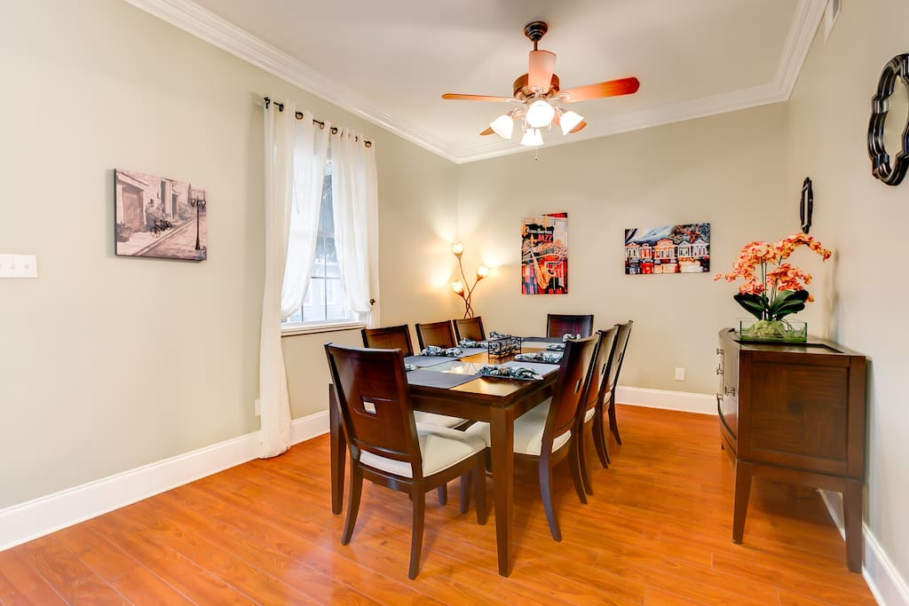 2 formal dining rooms with seating for a total of 16