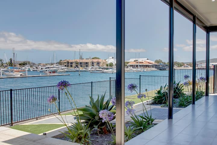 The Entrance View - Waterfront Luxury Home