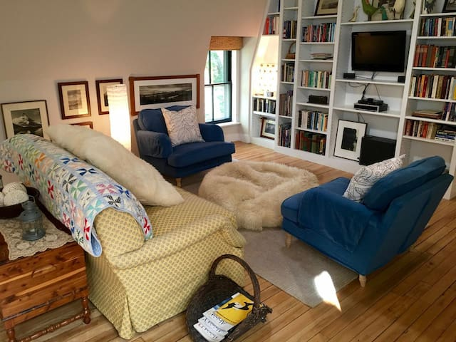 Apt 5, 3BR/3.5BA Luxury Residence in Lakeville, CT