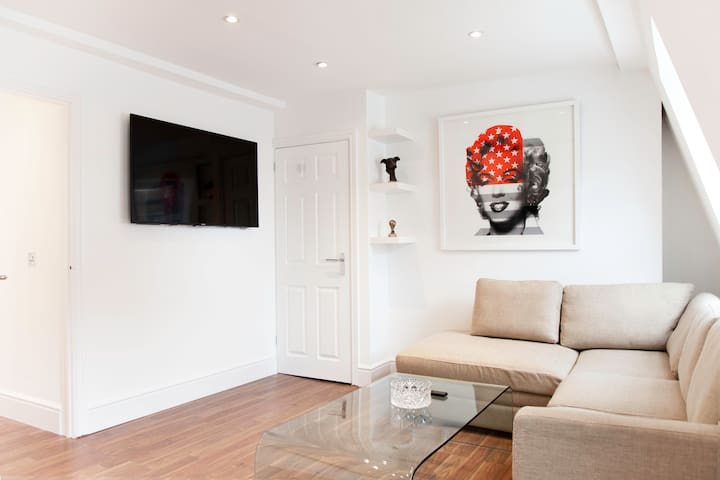 Superb Modern 1 Bed w/ All Mod Coms - London - Flat