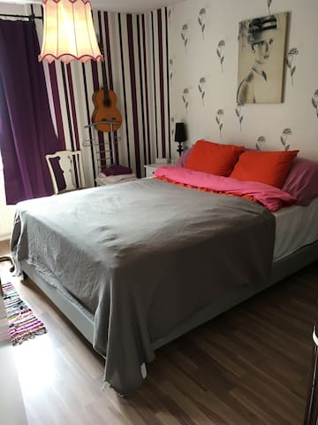 Wonderful ROOM in funky Södermalm - Stockholm
