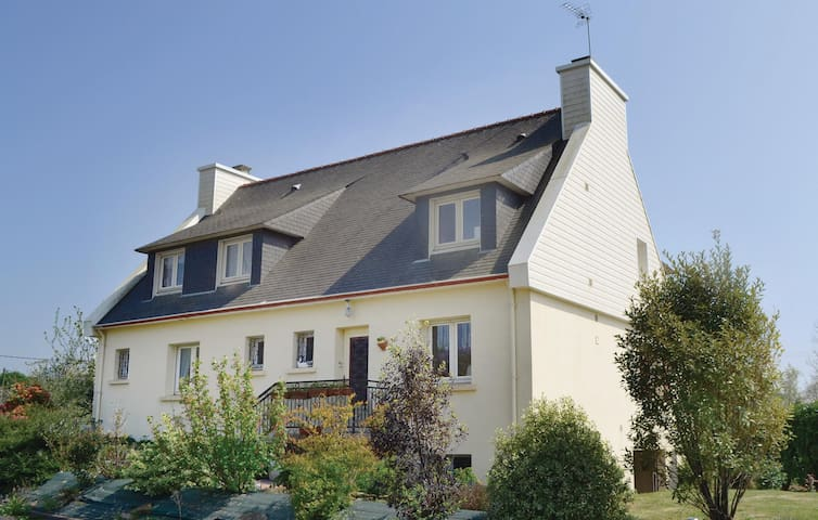 Holiday apartment with 3 bedrooms on 106m² in Concarneau