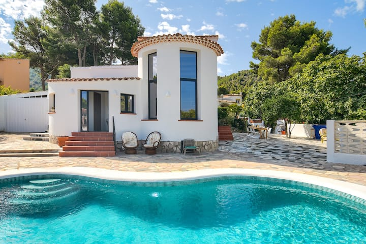 Villa pour 10 personnes avec piscine et vue mer.
