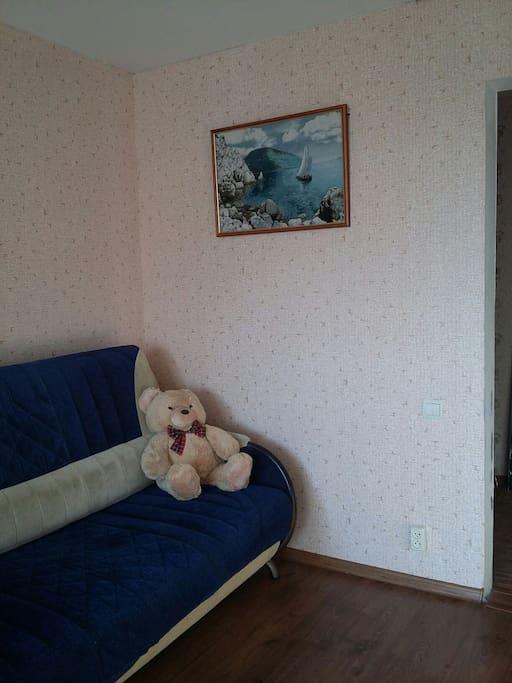 Раскладной диван в комнате