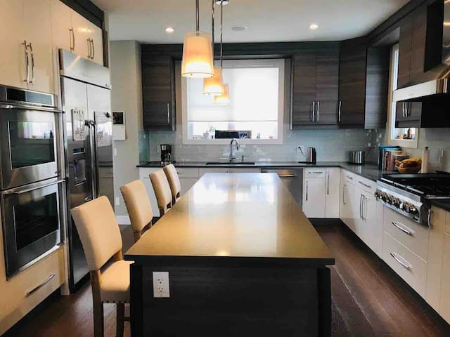 4 br home only mins to downtown
