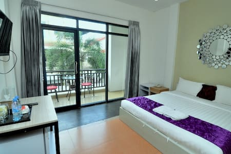 PP3: Spacious room with lots of natural sunlight!! - Phnom Penh - 酒店式公寓