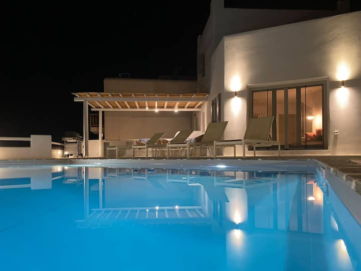 Cycladic inspired villa for 8 in Plaka Naxos