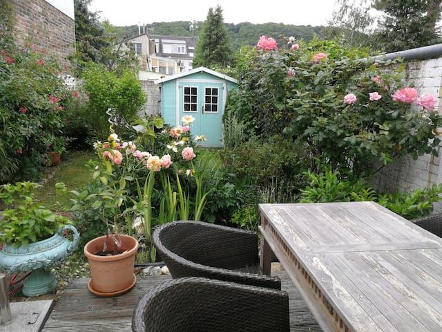 Little romantic suite with garden near UN Campus