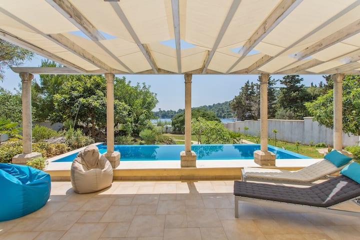 Villa BoN-Temps S, full privacy, pool, patio, gard