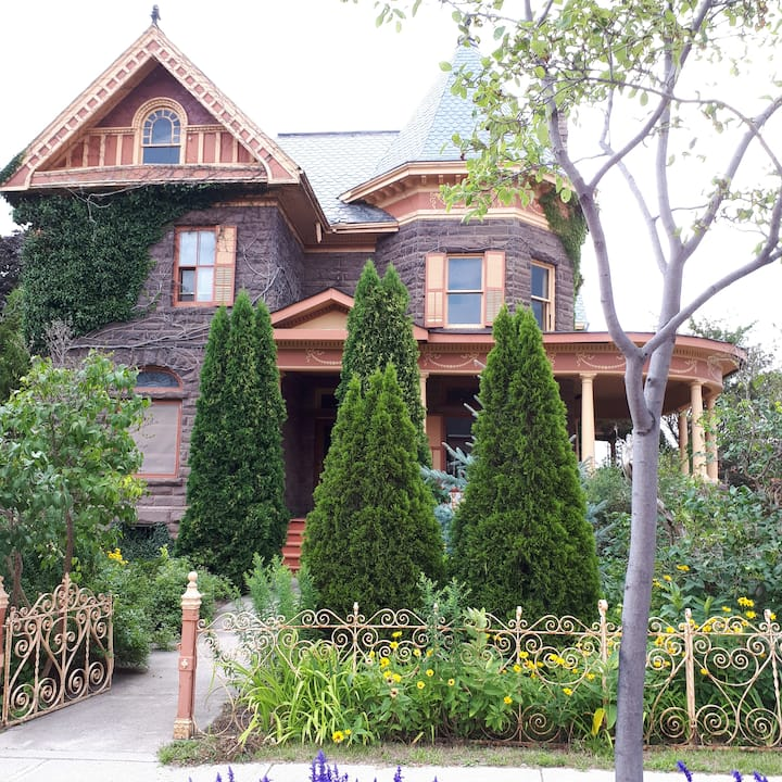 An Edwardian Mansion in the Restaurant District