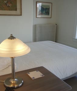 Swedish-Inspired B & B-Umea Room - Newport - Bed & Breakfast