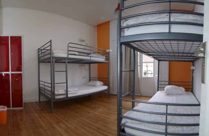 Cama en habitación de 4 camas en León hostel