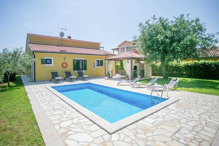 Beautifull spacious family villa with private pool, privacy and relax guaranteed