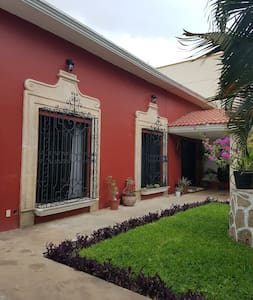 Room in beautiful Spanish colonial style house. - Chetumal - 独立屋