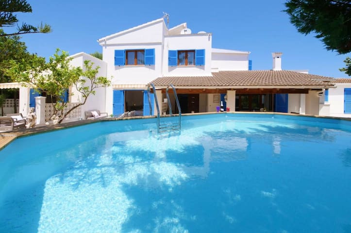 Perfect family stay - pool, garden, close to beach