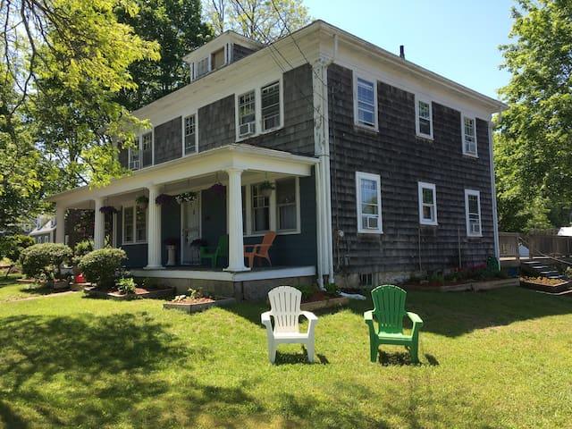 Knowlton's Lodge