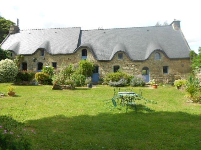 Maison de charme et jardin paysager - Inzinzac-Lochrist - House