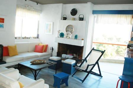 Seaside flat with Greek Character - Vari