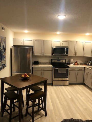 Cozy, spacious 2 Bdrm close to campus and downtown