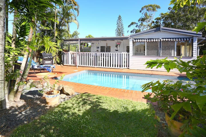 Surfers Paradise Beachstyle Cottage