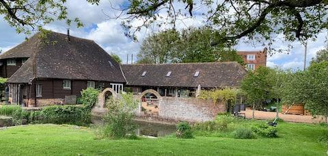 Orla Suite in Boho Chic Barn nr Chapel Down & Rye