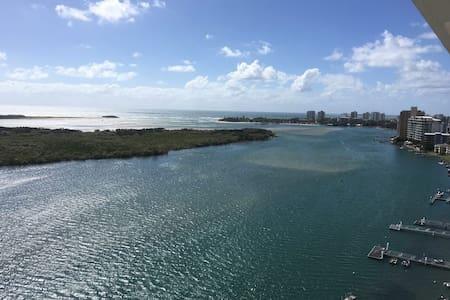 Penthouse, stunning ocean views - Maroochydore