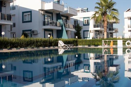 Antalya'da  site içerisinde kiralık 2+1 Daire - Aksu