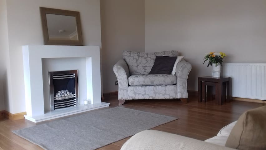 Two comfortable single bedrooms, Penicuik