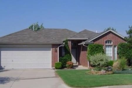 Spacious suburb 3BD nearOKC, garage - Edmond